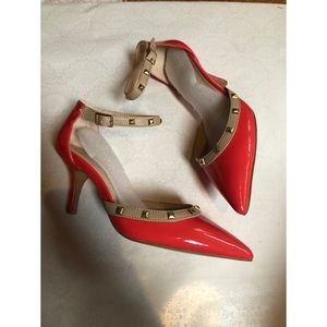 NWOT Sole Society Coral Studded Heels